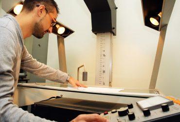 Conheça a microfilmagem: armazenamento eficiente de documentos
